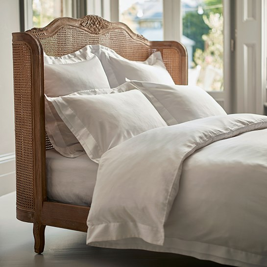 simple steps to a perfectly made bed